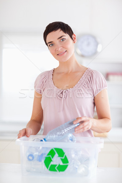 Sevimli esmer kadın şişeler geri dönüşüm kutu Stok fotoğraf © wavebreak_media