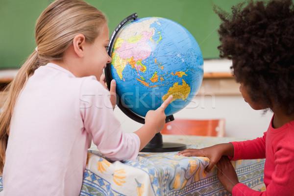 мало школьницы глядя мира классе школы Сток-фото © wavebreak_media