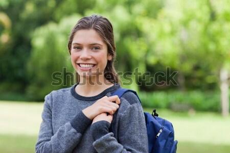 Mosolyog tinilány szöveg mobiltelefon áll park Stock fotó © wavebreak_media