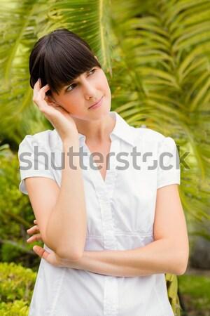 Vrouw glimlachen armen rond Maakt een reservekopie vrienden nek Stockfoto © wavebreak_media
