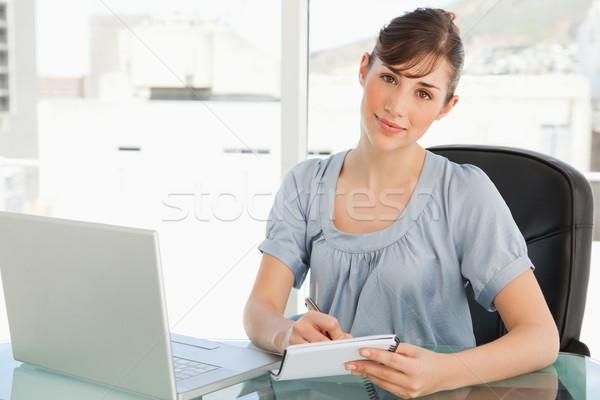 Kadın ofis notlar aşağı bakıyor düz Stok fotoğraf © wavebreak_media