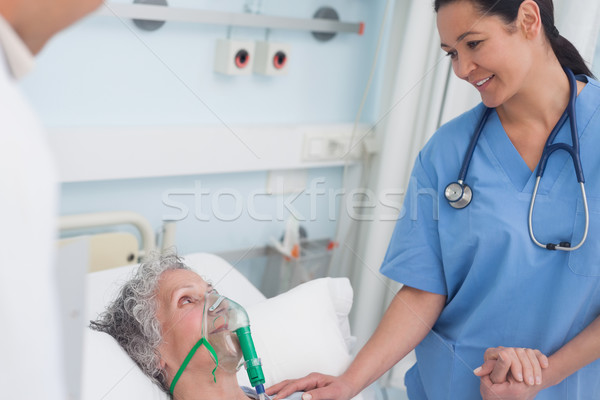 Verpleegkundige aanraken hand patiënt ziekenhuis man Stockfoto © wavebreak_media
