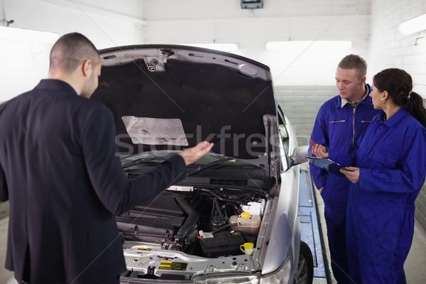 Müşteri bakıyor araba mekanik garaj hizmet Stok fotoğraf © wavebreak_media
