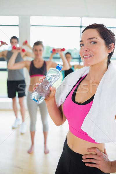 Donna acqua potabile aerobica classe fitness studio Foto d'archivio © wavebreak_media
