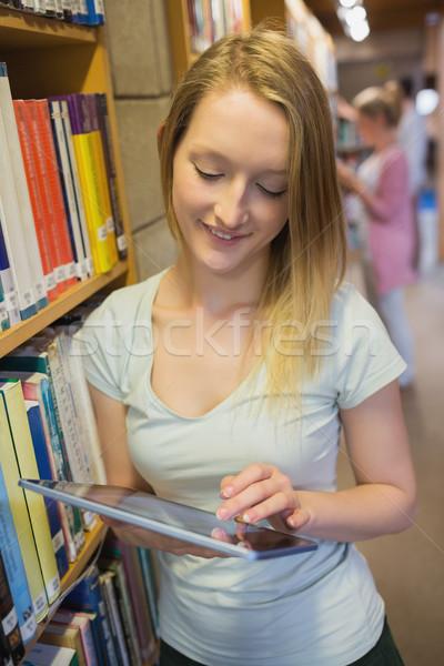Kadın ayakta kitaplık kolej Stok fotoğraf © wavebreak_media