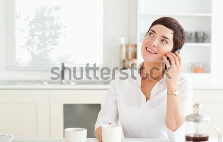 Sorrindo falante telefone móvel cozinha laptop computador Foto stock © wavebreak_media