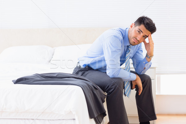 Empresário sessão borda cama olhando câmera Foto stock © wavebreak_media