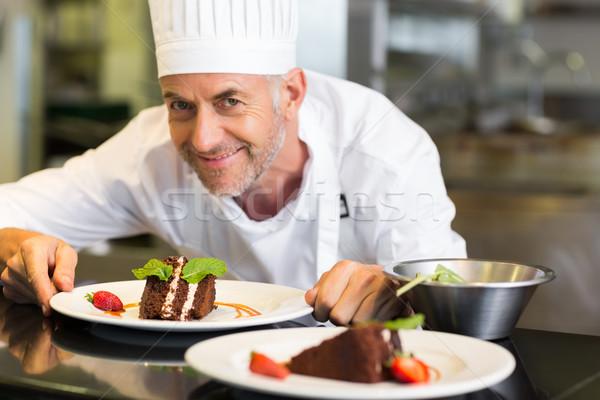 Sorridente masculino chef sobremesa cozinha Foto stock © wavebreak_media