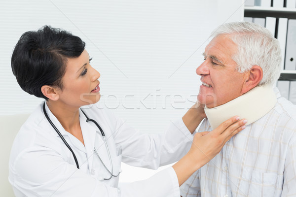 женщины врач старший шее вид сбоку Сток-фото © wavebreak_media