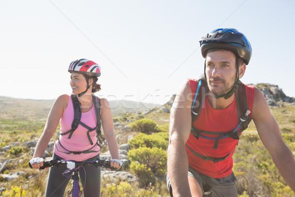 Dopasować rowerzysta para jazda konna wraz górskich Zdjęcia stock © wavebreak_media