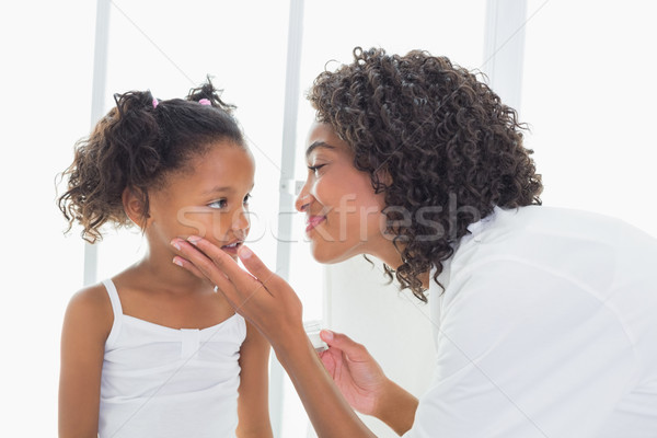 Csinos anya megérint arc otthon fürdőszoba Stock fotó © wavebreak_media
