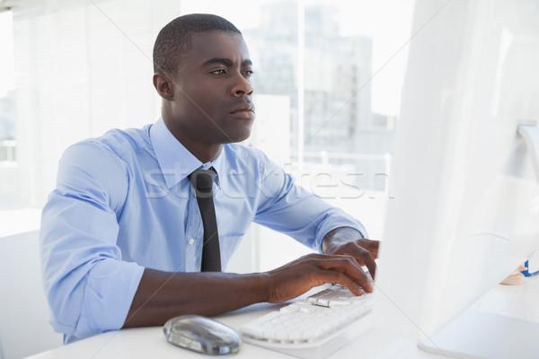 Zdjęcia stock: Koncentruje · biznesmen · pracy · biurko · biuro · myszą