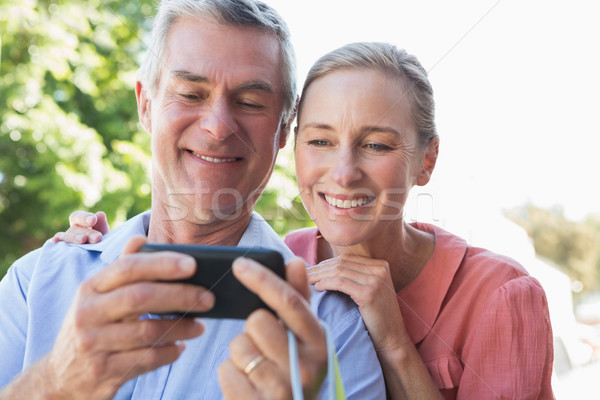 Gelukkig naar smartphone voorjaar Stockfoto © wavebreak_media