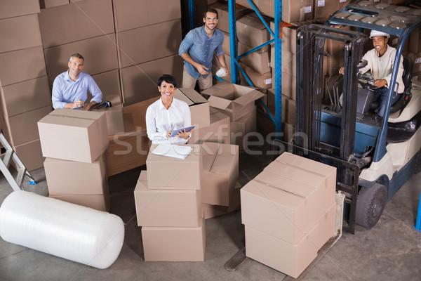 Raktár munkások szállítmány nagy üzlet boldog Stock fotó © wavebreak_media