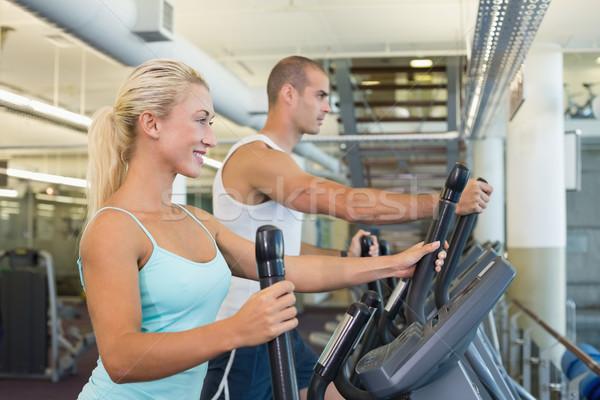 Dopasować pracy siłowni widok z boku szczęśliwy Zdjęcia stock © wavebreak_media