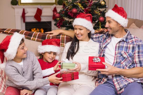Stok fotoğraf: Aile · şapka · hediyeler · ev