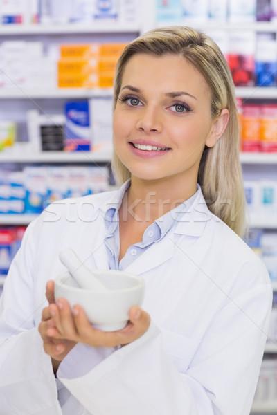 Farmaceuta muzyka szpitala apteki kobieta szczęśliwy Zdjęcia stock © wavebreak_media