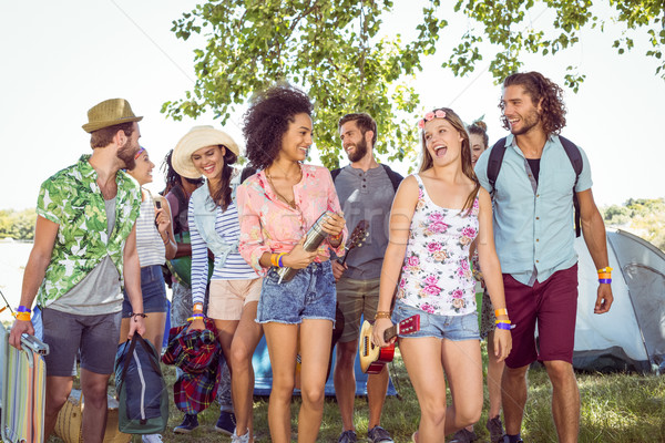 Fiatal barátok érkezik táborhely zenei fesztivál nő Stock fotó © wavebreak_media