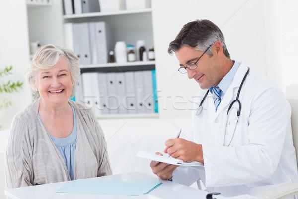 Orvos ír recept női beteg mosolyog Stock fotó © wavebreak_media