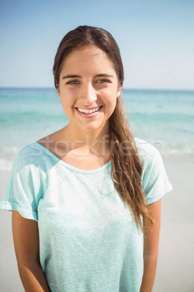 счастливым женщина улыбается камеры пляж женщину лет Сток-фото © wavebreak_media