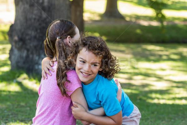 Weinig broers en zussen glimlachend camera meisje Stockfoto © wavebreak_media
