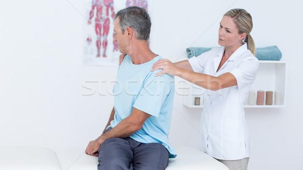医師 調べる 患者 首 医療 オフィス ストックフォト © wavebreak_media
