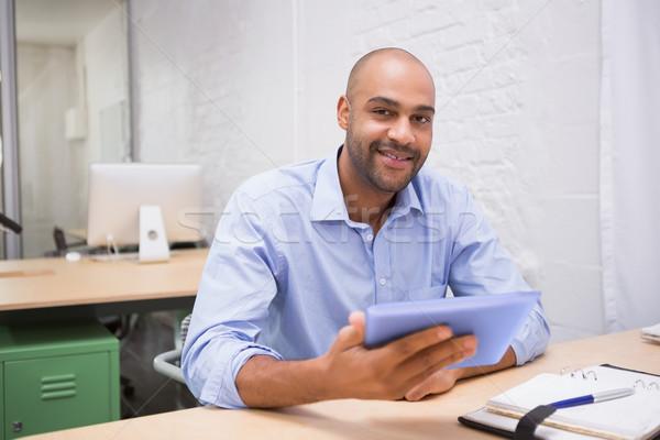 üzletember digitális tabletta napló asztal fiatal Stock fotó © wavebreak_media