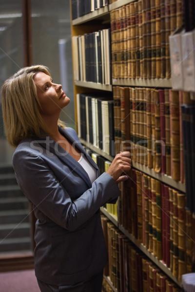 Adwokat książki prawa biblioteki uczelni Zdjęcia stock © wavebreak_media