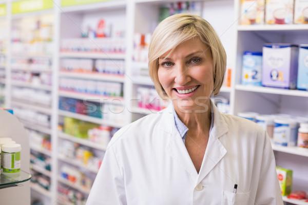 薬剤師 笑みを浮かべて カメラ 薬局 医療 病院 ストックフォト © wavebreak_media