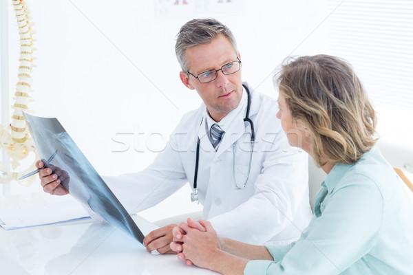 Arzt Gespräch Patienten halten xray medizinischen Stock foto © wavebreak_media