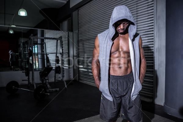 Jovem musculação olhando terreno crossfit ginásio Foto stock © wavebreak_media