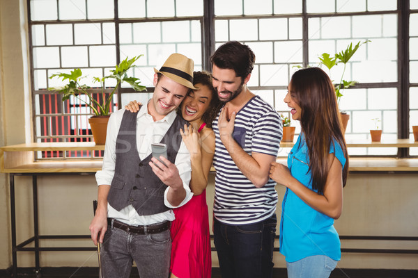 группа друзей глядя смартфон кафе бизнеса Сток-фото © wavebreak_media