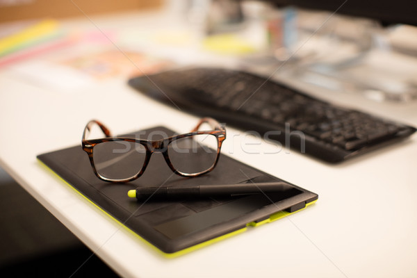 Vue lunettes bureau bureau affaires Photo stock © wavebreak_media