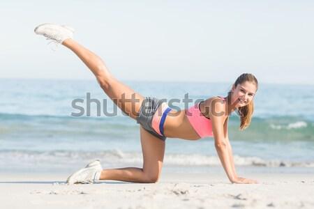 Nő görbület homok testmozgás tengerpart napos idő Stock fotó © wavebreak_media
