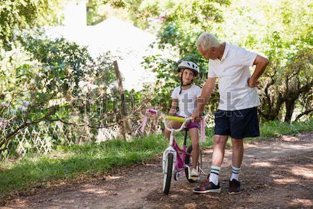 Grand-père enseignement petite fille vélo forêt homme Photo stock © wavebreak_media