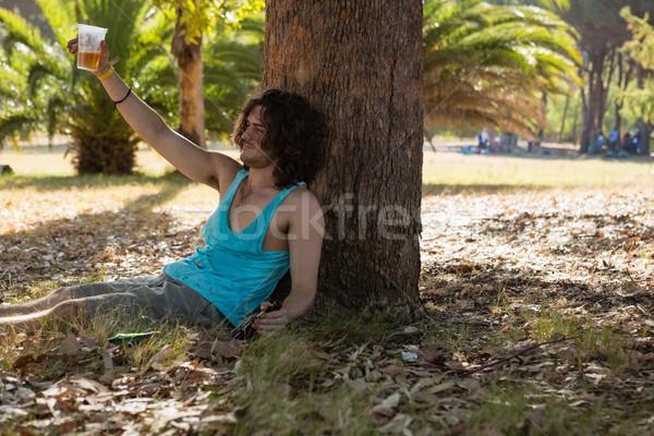 Inconsciente hombre cerveza parque borracho solo Foto stock © wavebreak_media