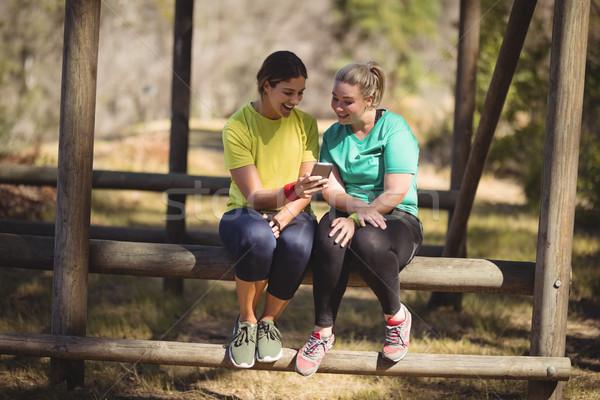 Feliz amigos telefone móvel bota acampamento Foto stock © wavebreak_media