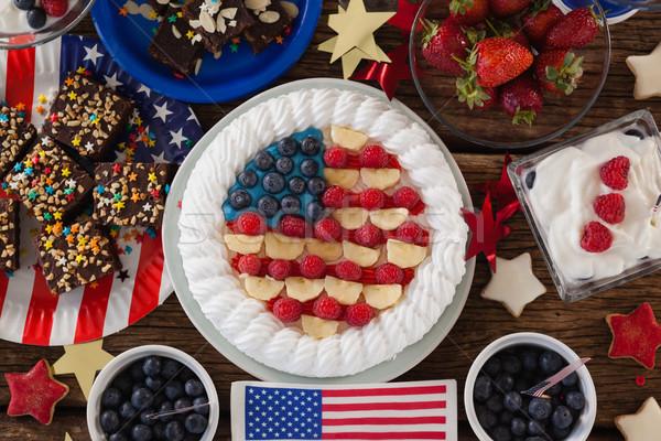 Gyümölcstorta különböző édes ételek fa asztal negyedike Stock fotó © wavebreak_media