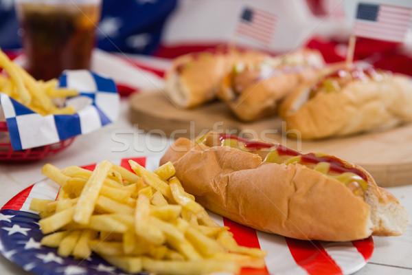 Amerikanische Flagge heißen Hunde Holztisch Essen Stock foto © wavebreak_media