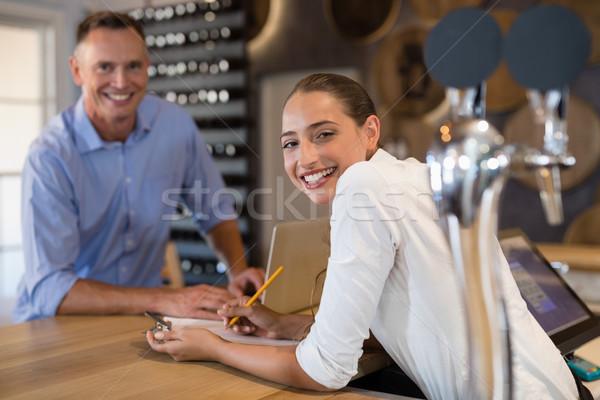 Mosolyog menedzser csapos áll bár pult Stock fotó © wavebreak_media