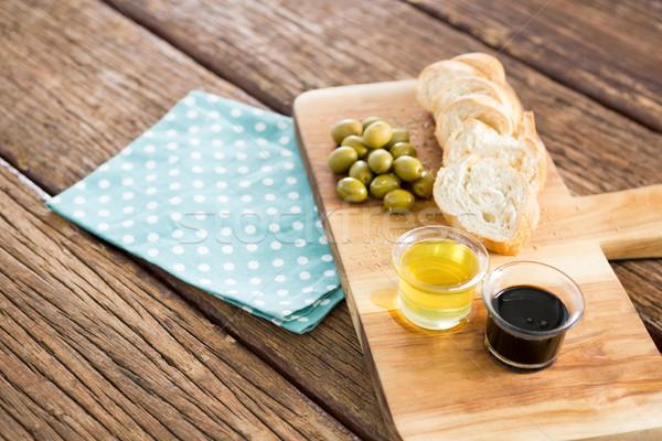 Olio d'oliva oliva pane tagliere tavolo in legno alimentare Foto d'archivio © wavebreak_media