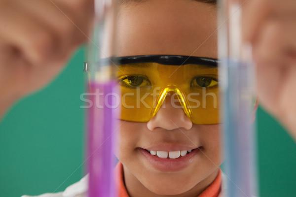 Schooljongen groene aandachtig kind kid lab Stockfoto © wavebreak_media