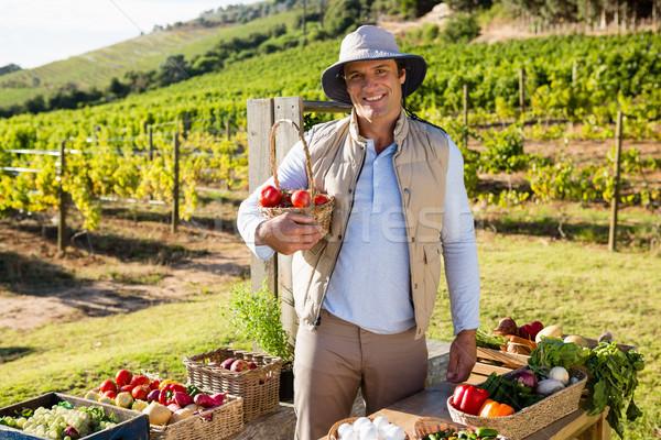 Portrait heureux homme légumes frais table Photo stock © wavebreak_media