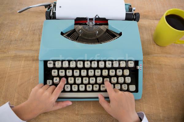 Mano nino negocios ejecutivo máquina de escribir primer plano Foto stock © wavebreak_media