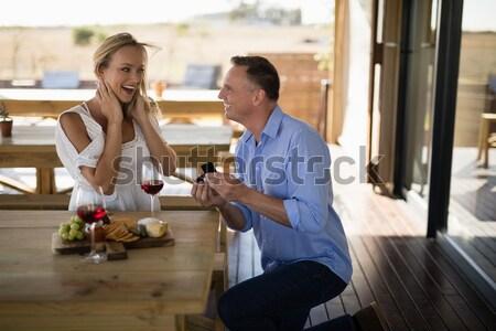 Mosolyog fiatal barátok pirítós dzsúz ül Stock fotó © wavebreak_media