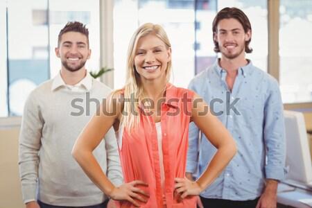 Portré mosolyog üzletemberek tárgyalóterem áll kreatív Stock fotó © wavebreak_media
