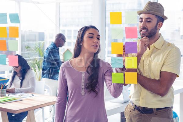 Creative деловая женщина Дать клей сведению коллега Сток-фото © wavebreak_media
