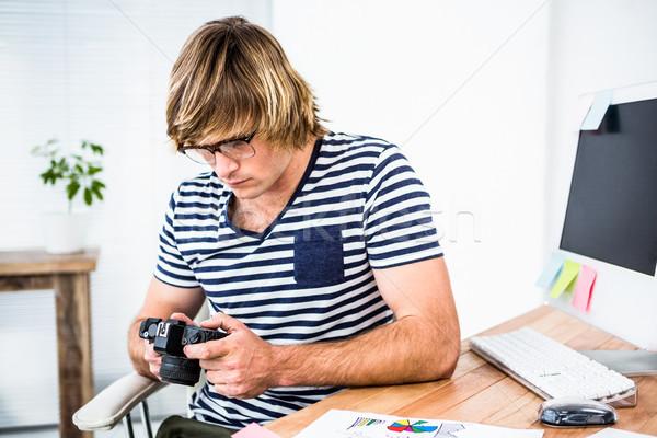Koncentruje biznesmen Fotografia kamery biuro Zdjęcia stock © wavebreak_media