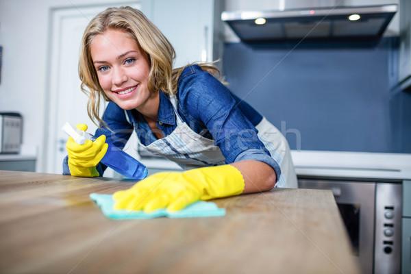 женщину очистки вверх кухне счастливым домой Сток-фото © wavebreak_media