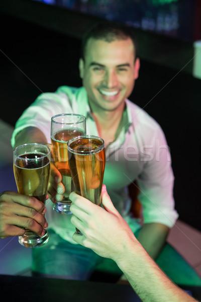 счастливым человека стекла пива друзей Сток-фото © wavebreak_media